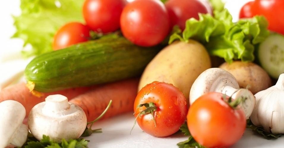legumes-verduras-tomate-cogumelo-cenoura-batata-pepino-alface-1344883140356_956x500