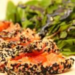 Sashimi de Salmão com crosta de Gergelim